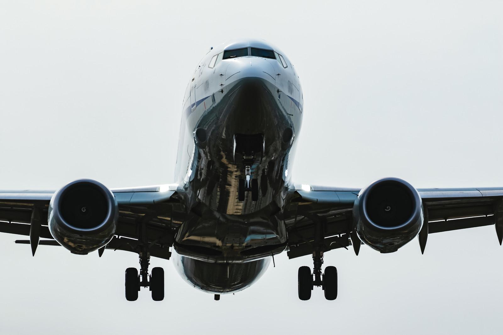 飛行機で快適に過ごす方法をご紹介!